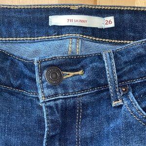 Size 26 Levi's 711 skinny jeans